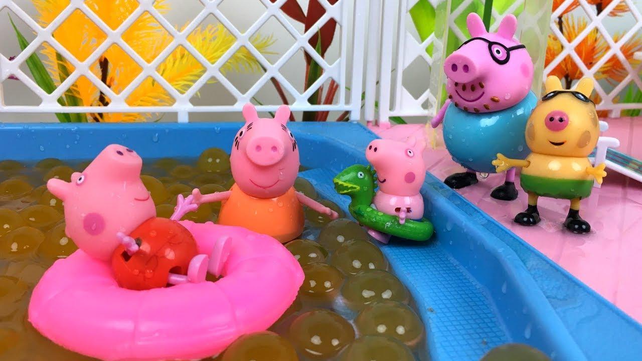 Peppa pig en la piscina verdadera saltos en la piscina de for Piscina de bolas minibe