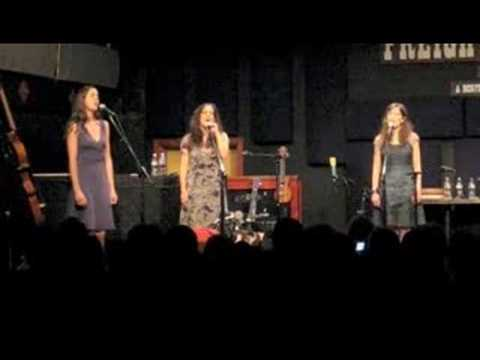 The Wailin' Jennys - Long Time Traveler