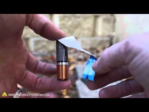 Cách tạo lửa siêu dễ với vỏ kẹo cao su