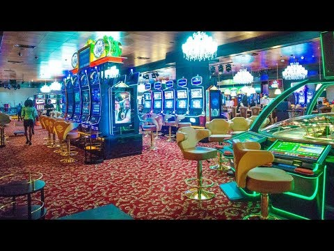 Play slot machines in a casino