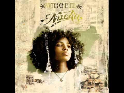 Nneka - Walk the line