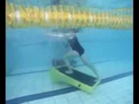 Lezione di water trekking aqua treadmill per correre for Attrezzi piscina