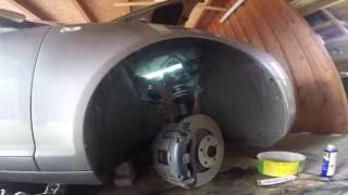 Замена передних тормозных колодок и дисков на Audi A6 4F