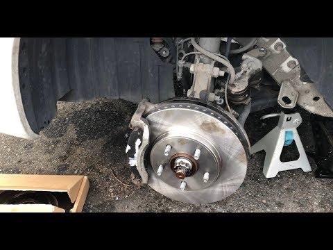 Как заменить тормозные колодки и тормозной диск Nissan nv200 sv