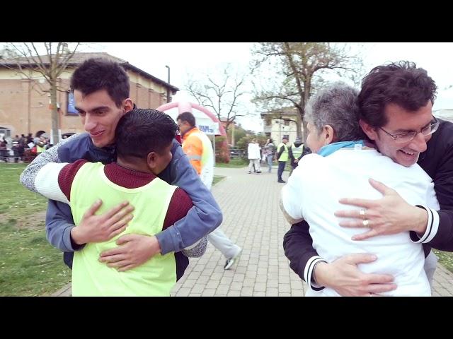 Fare volontariato fa bene come un abbraccio