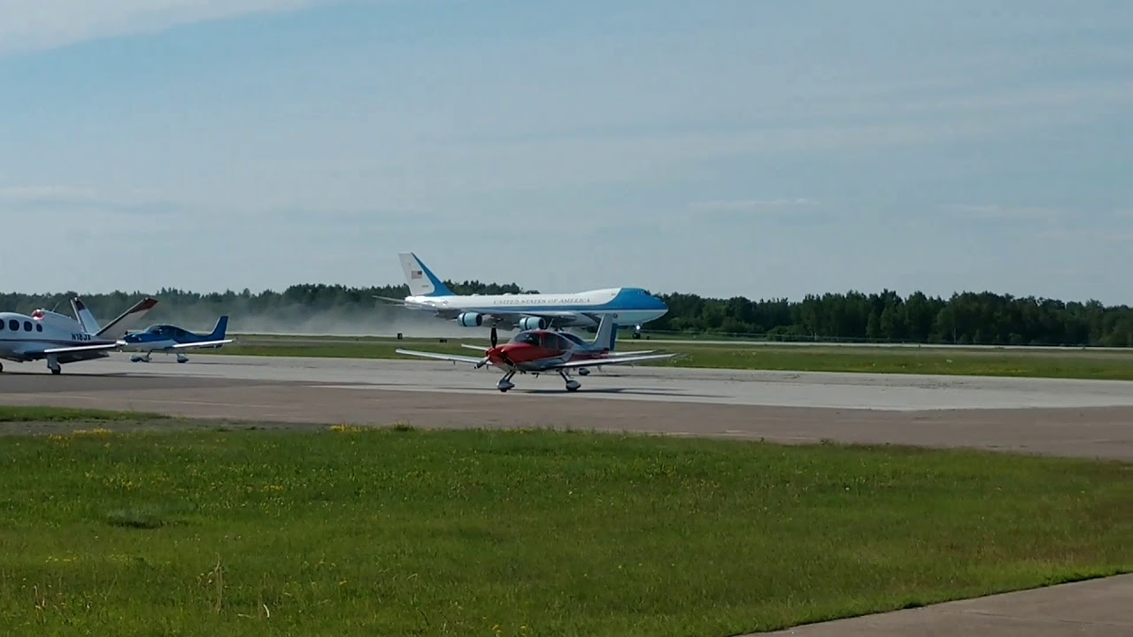 Download Air Force One landing DLH