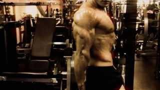 Musclemania Tv - Body Engineers Tavi Castro Abdominal 8 Pack Training