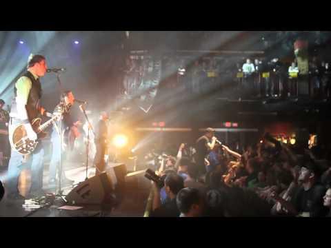 Dropkick Murphys - The Boys Are Back (live)