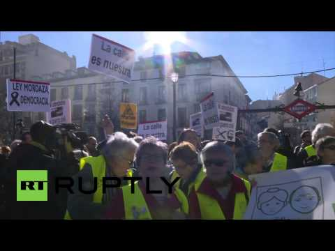 Spain: Protesters take to Madrid streets against 'gag law'
