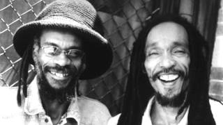ISRAEL VIBRATION - Love Makes A Good Man (On The Rock)