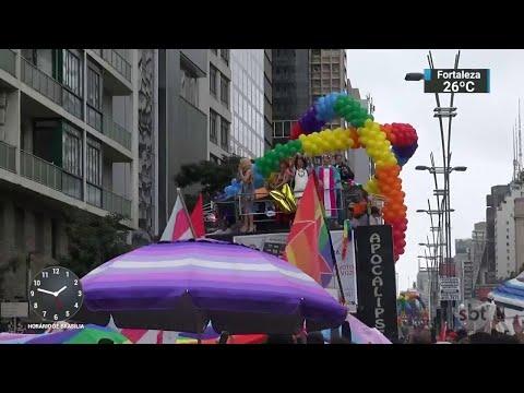 Parada LGBT reúne mais de 1 milhão de pessoas na avenida Paulista | SBT Notícias (04/06/18)