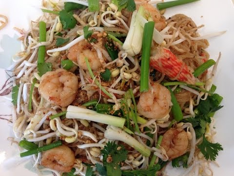 How to Make Cha Khoy Teil/Pad Thai-Cooking Cambodian/Khmer food with Elissa.