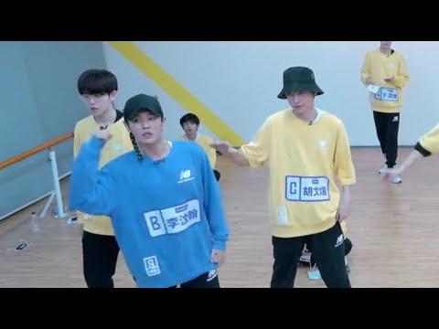190126 Li Wenhan helping Chunyang & Wenxuan learn the theme song dance - Qing Chun You Ni