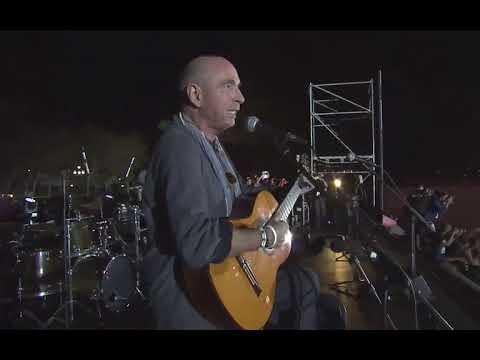 Lluis Llach cantant l'Estaca a l'acte Final de la Campanya del Sí
