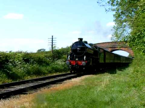 "LNER B1 1306 ""Mayflower"" Passing Congerstone (Battlefield Line Railway)"
