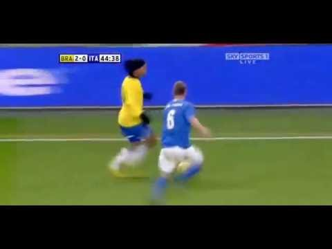 تمريرة سحرية من رونالدينيو فى مباراة ضد ايطاليا