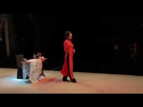"""Cô Ba Sài Gòn Ngô Thanh Vân catwalk """"sang chảnh"""" trong BST của Thủy Nguyễn (P.2)"""