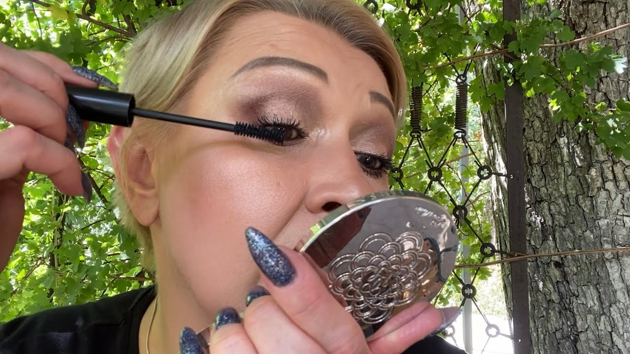 АСМР Шёпот  Весёлый макияж - поплюй помажь,  в полевых условиях  Накрашу тебя  ASMR Whisper  MAKEUP