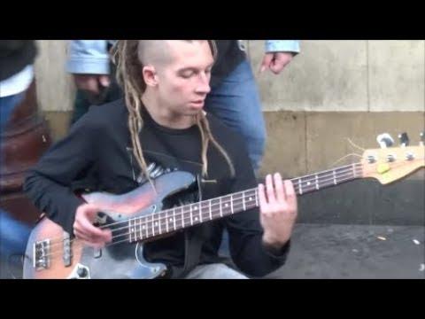 STREET MUSICIAN IN CAMDEN TOWN LONDON, STREET MUSIC IN LONDON, GUITAR