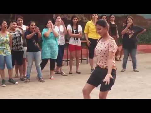 Inauguration dance by girls||bangalore college