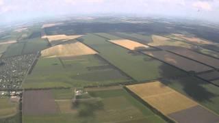 Ребенок 8-ми лет прыгает с парашютом