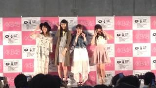 フォトセッションコーナー (左から)舞木香純、佐藤朱、込山榛香、大和...