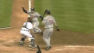 Omar Vizquel steals home without a throw