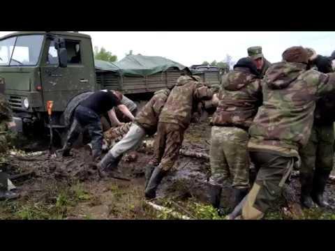 Три способа вытащить военный Камаз из грязи.