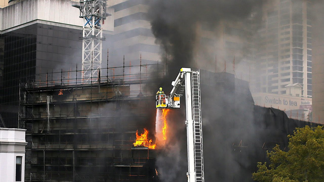 building-at-sydney-s-circular-quay-goes-up-in-flames