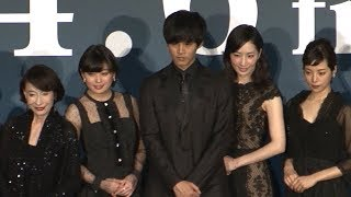 松坂桃李が主演する映画「娼年」の完成披露試写会が行われた。同作は、...