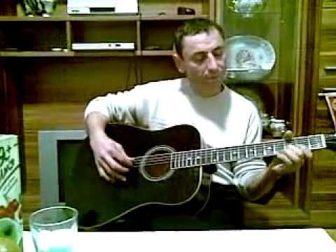 Вайнах поёт на гитаре блатные песни