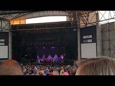 (Strobe Lights Warning) Concert Live
