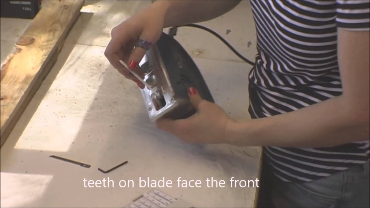 How to change a jigsaw blade youtube how to change a jigsaw blade greentooth Image collections