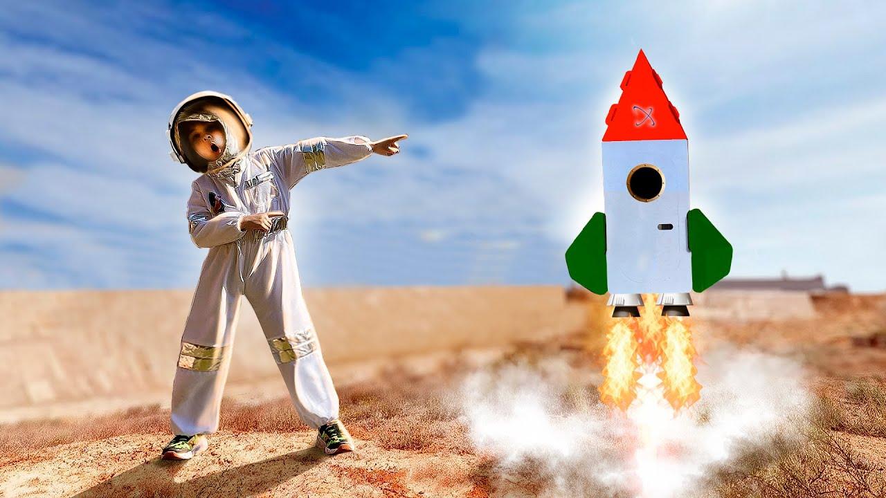 Dima pretend play like Astronaut