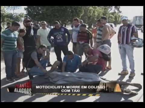 Motociclista morre em colisão com taxi