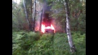 лес дорога жигули, сгорел жигуль, классика в огне, горит авто, горящий автомобиль