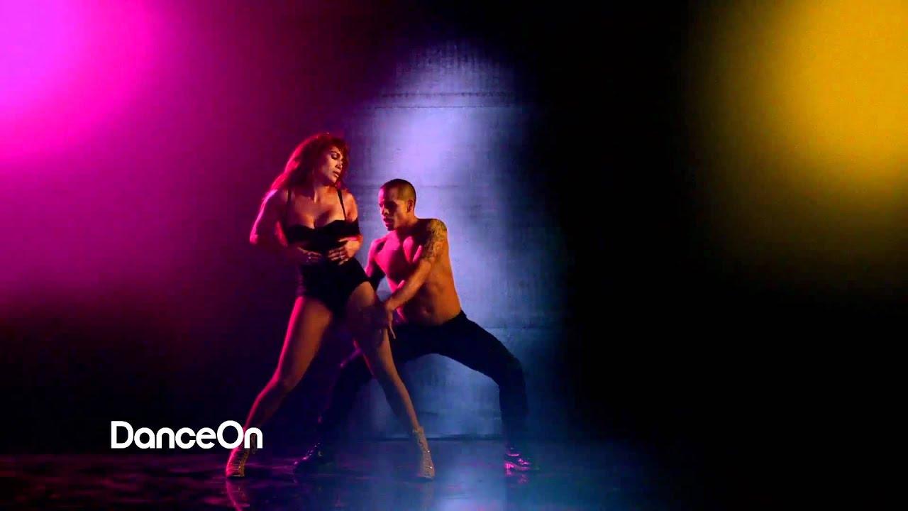Jennifer Lopez Pitbull sexy dance show Get on the Floor ...