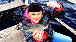Такую большую рыбу я ещё не ловила Рыбалка летом на мормышку Поймала леща