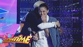 Video It's Showtime Miss Q & A: Vice hugs Anne after an unexpected circumstance download MP3, 3GP, MP4, WEBM, AVI, FLV September 2017