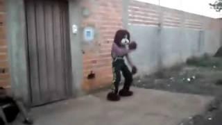 Efeito Magali  personagens dançam no meio da rua.mp4