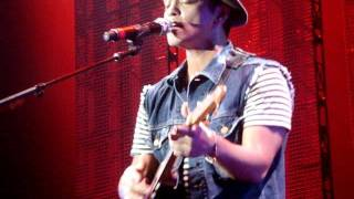 Bruno Mars - Bruno playing the Ukulele (Count on Me)