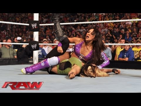 Kaitlyn vs. Layla: Raw, August 5, 2013