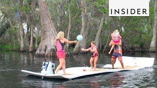 これで水の上を歩ける?何人乗っても飛び跳ねても沈まない不思議なマット