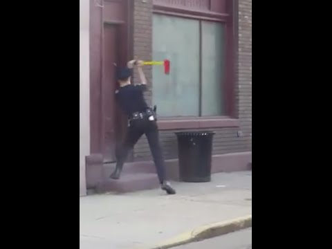 Cop handles forcible entry at Ohio structure fire
