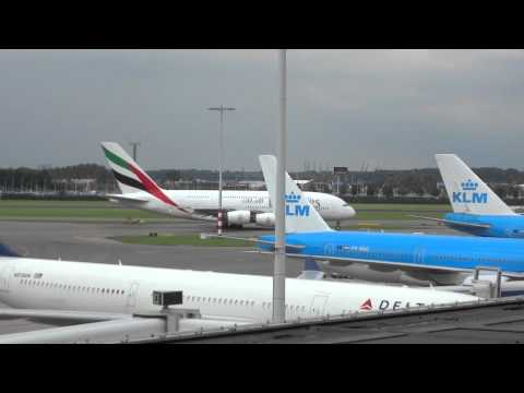 A380 Emirates op Schiphol