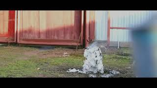 Взрыв петарды в сугробе