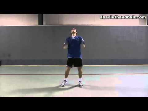 Тренировка по футболу. Ведение мяча.