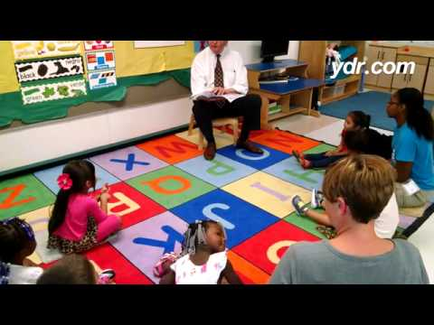 York City Council member Henry Nixon reads to YMCA Early Learning preschoolers.