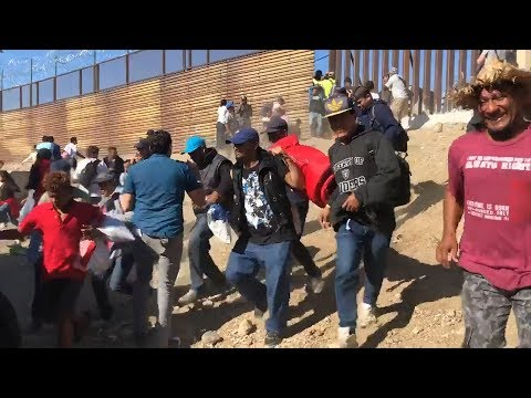 U.S.-Mexico Border Shutdown as Migrants Rush Border Fence | San Diego Union-Tribune