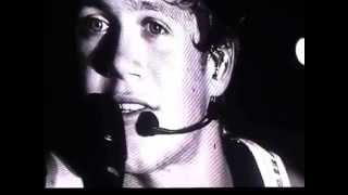 niall s microphone is turned off during his solos